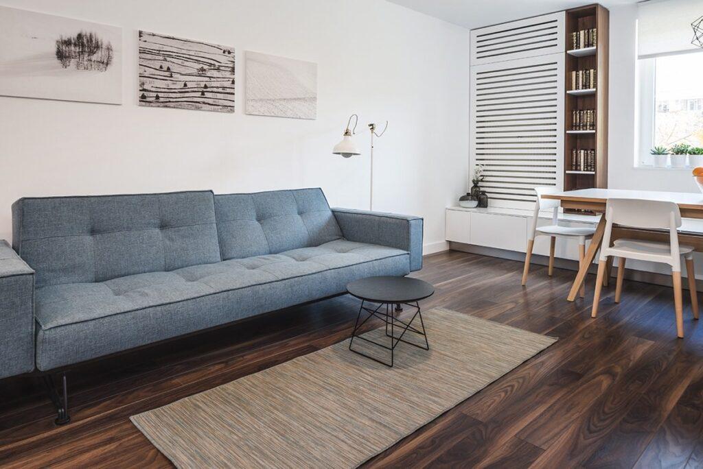 Sử dụng một bộ ghế sofa có màu sắc phù hợp làm điểm nhấn cho các căn hộ một phòng ngủ của bạn
