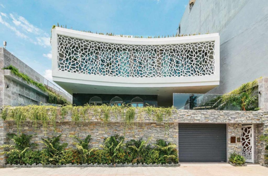 Mặt trước của căn biệt thự san hô tại Đà Nẵng