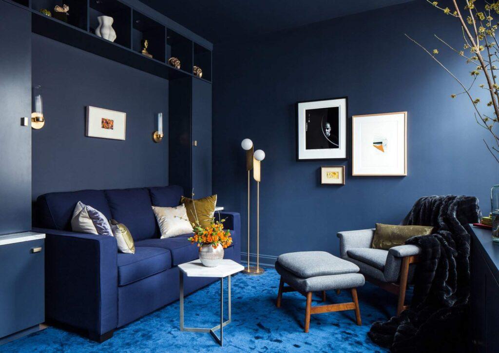 Dùng tone xanh sẽ khiến không gian phòng khách của bạn dễ chịu, thoải mái và thư giãn hơn