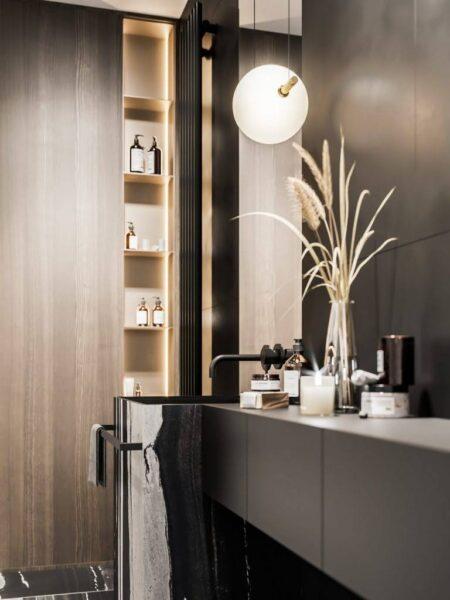 Phòng tắm sử dụng màu tối với phong cách hiện đại