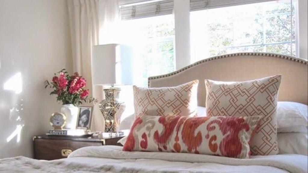 Cửa sổ phía trên giường ngủ sẽ khiến phong thủy căn phòng ảnh hưởng đến sức khỏe của bạn