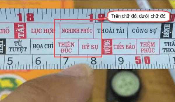 Thông thường người ta ưu tiên chọn số đo trên thước lỗ ban rơi vào 2 cung màu đỏ