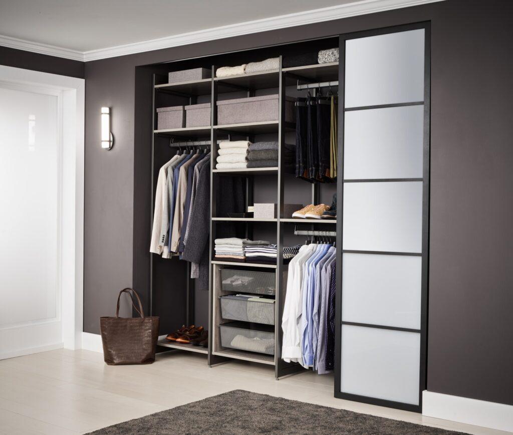 Tủ âm tường giúp tiết kiệm rất nhiều không gian khi thiết kế nội thất chung cư 55m2. Ảnh sưu tầm.