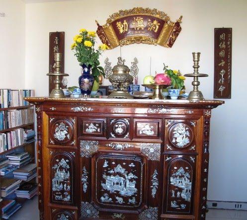 Những vật dụng nào nên có trên bàn thờ tổ tiên. Ảnh sưu tầm