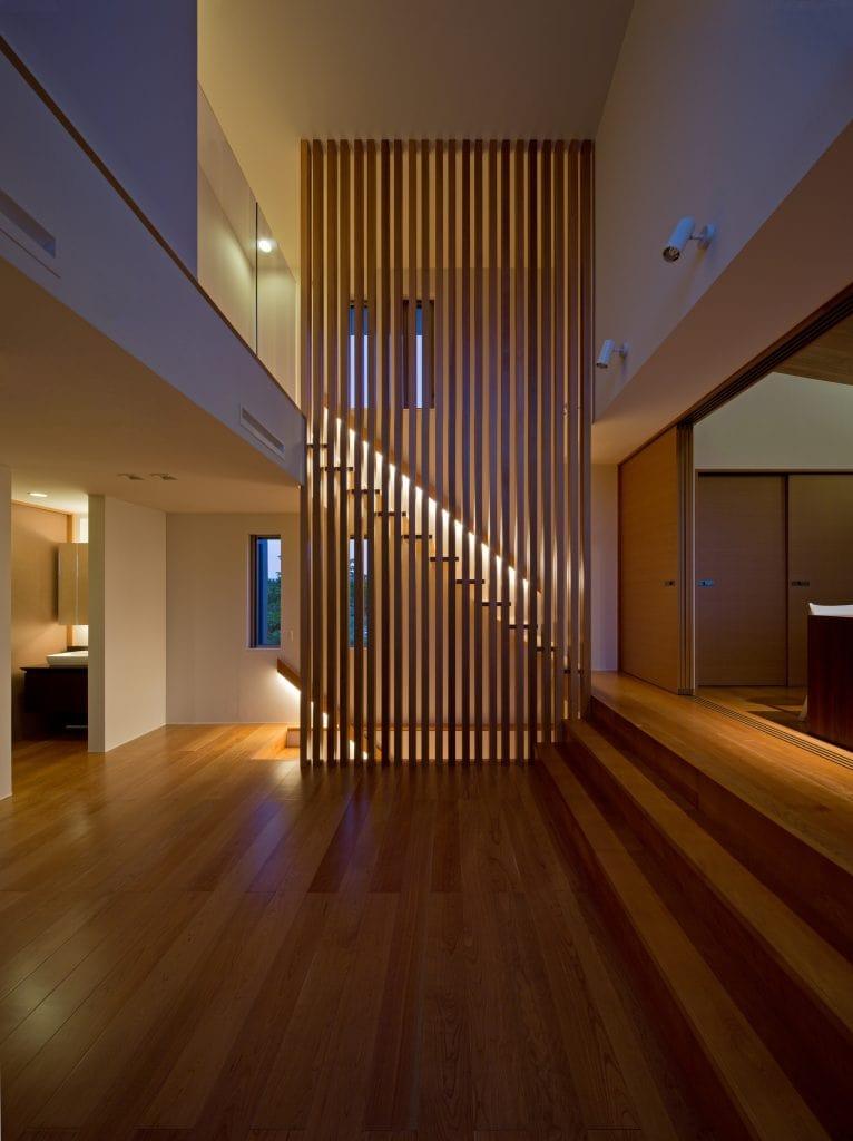 Lam gỗ trang trí cầu thang