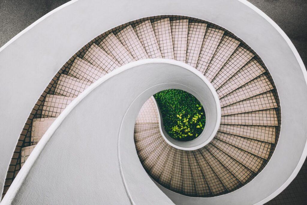 Những lưu ý bạn không nên làm khi thiết kế cầu thang nhà ở