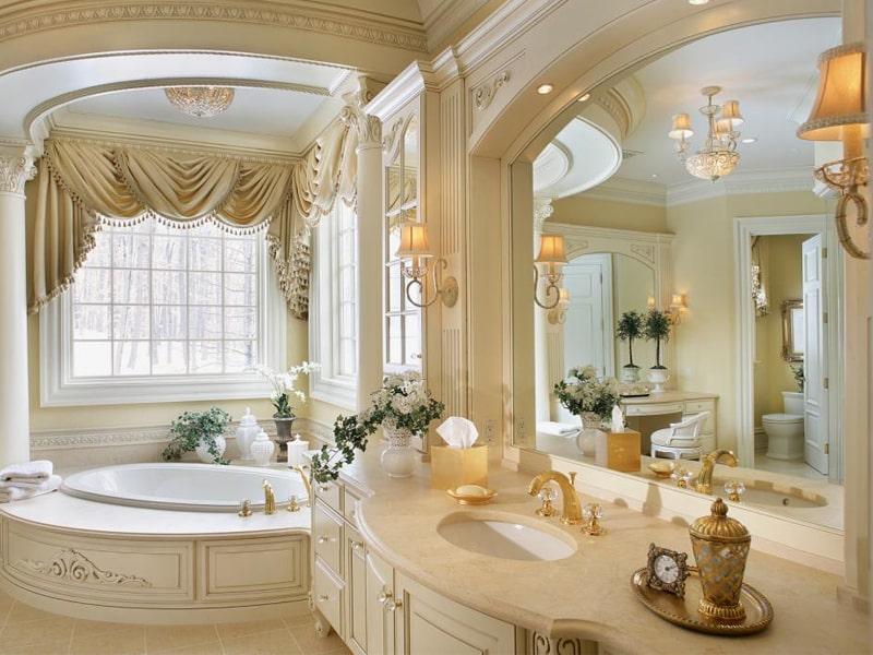 Phong cách thiết kế cổ điển là gì? Phòng tắm được điểm xuyết bằng những ánh đèn ấm cúng. Ảnh sưu tầm