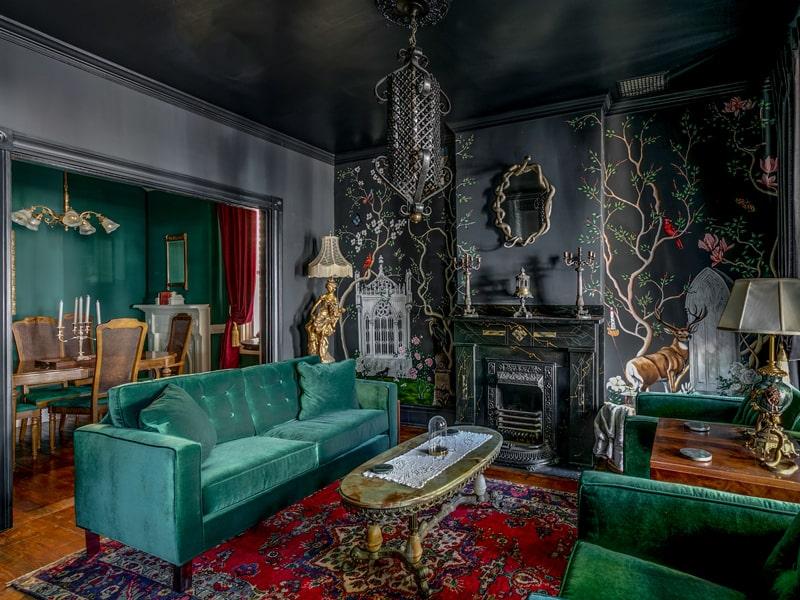 Vải nhung được sử dụng nhiều trong phòng khách theo kiến trúc Gothic