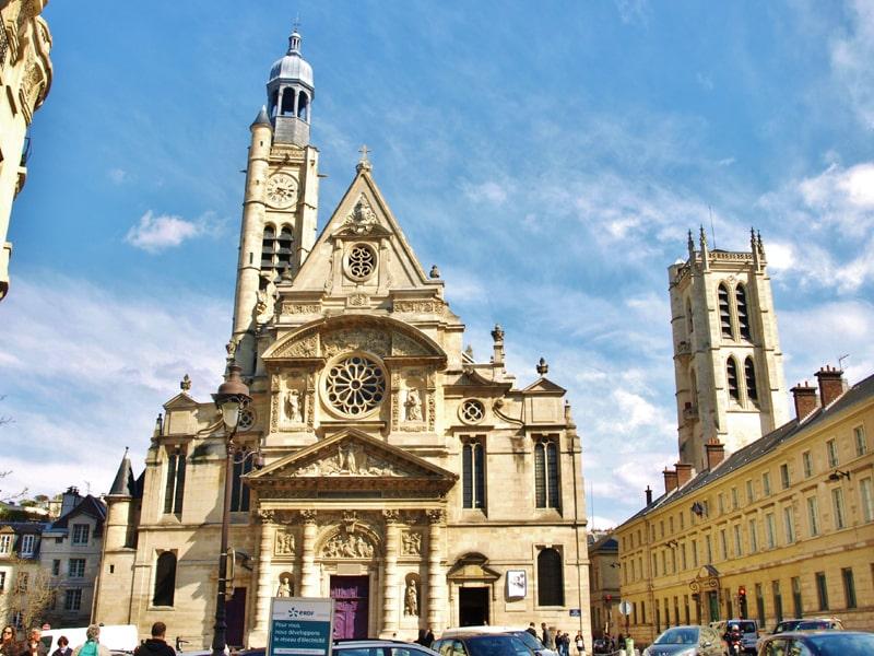 Nhà thờ Saint-Étienne là một công trình kiến trúc Gothic tiêu biểu