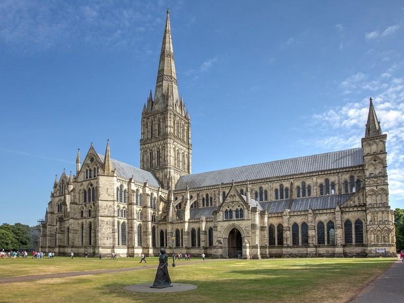 Nhà thờ Salisbury đại diện cho kiến trúc Anh thời kỳ đầu