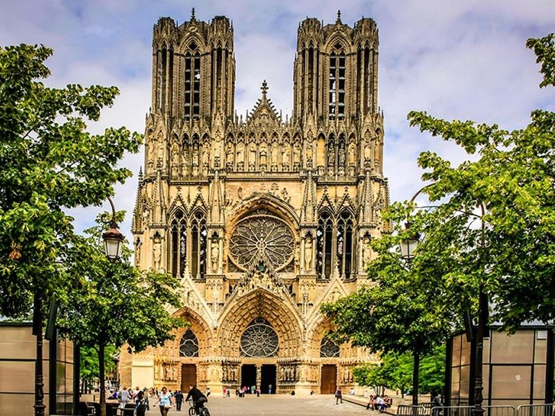 Nhà thờ Đức Bà Reims có giá trị về cả tôn giáo lẫn kiến trúc