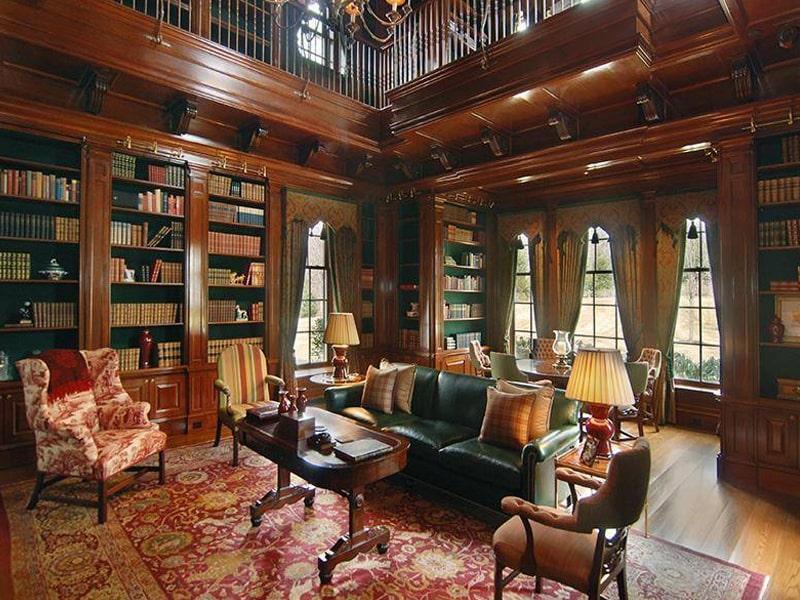 Đồ nội thất theo phong cách thiết kế Gothic được làm chủ yếu từ gỗ