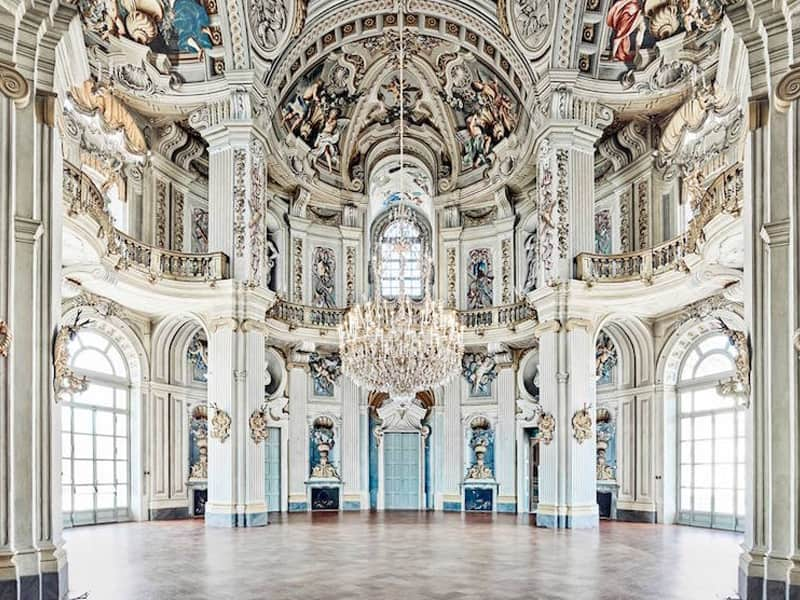 Trần nhà trong kiến trúc Phục Hưng với hoa văn đặc trưng