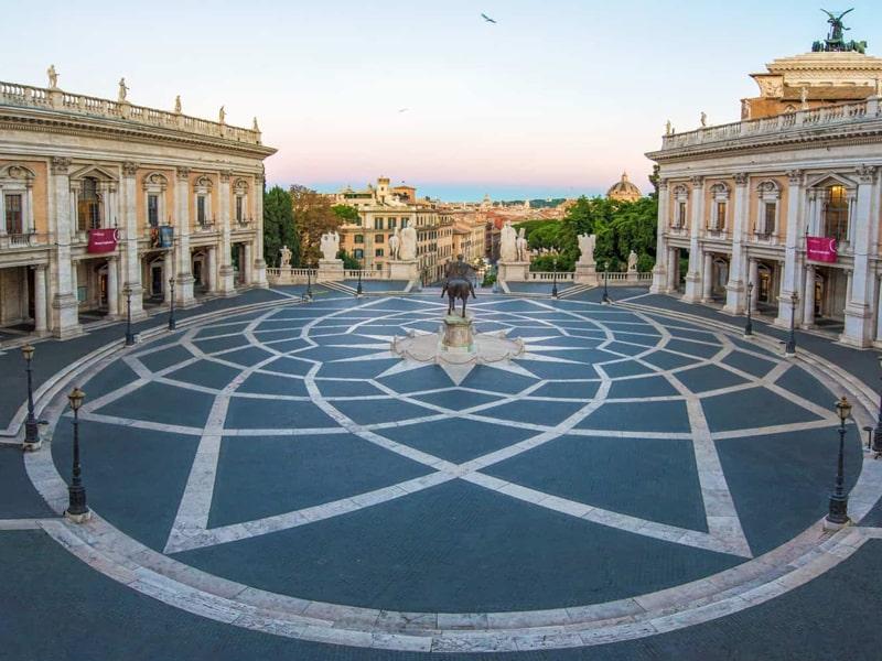 Quảng trường Piazza del Campidoglio là một trong những công trình tiêu biểu của kiến trúc Phục Hưng