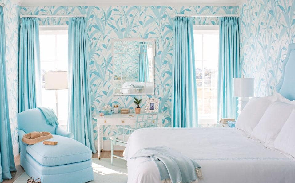 Chọn rèm cho bức tường màu xanh lam. Ảnh sưu tầm.