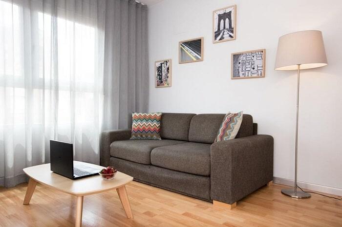 Mẫu thiết kế nội thất phòng khách căn hộ 55m2 2 phòng ngủ cho gia đình trẻ. Ảnh sưu tầm.
