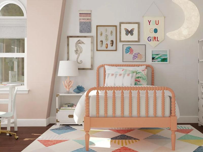Những bức tranh được trưng bày ngay chính trong phòng ngủ của bé (Ảnh sưu tầm)