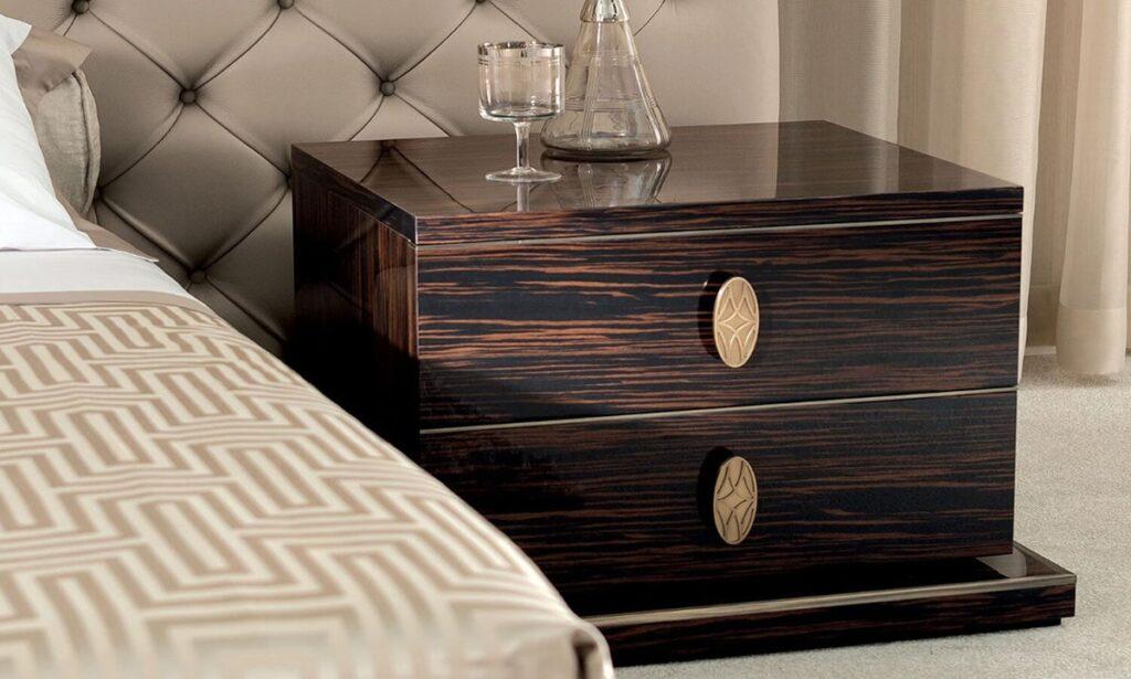 Gỗ Mun đuôi công có thớ gỗ to bản phù hợp đóng nhiều đồ nội thất kích thước lớn. Ảnh sưu tầm
