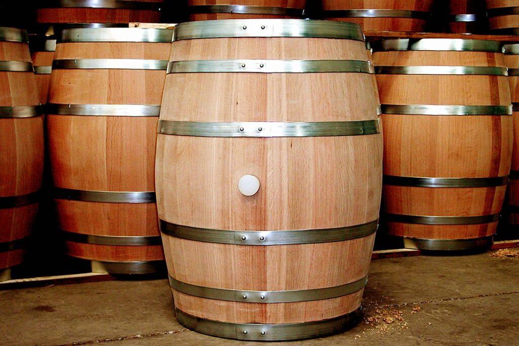 Thùng rượu gỗ sồi có độ bền tới hàng chục năm. (Ảnh sưu tầm)