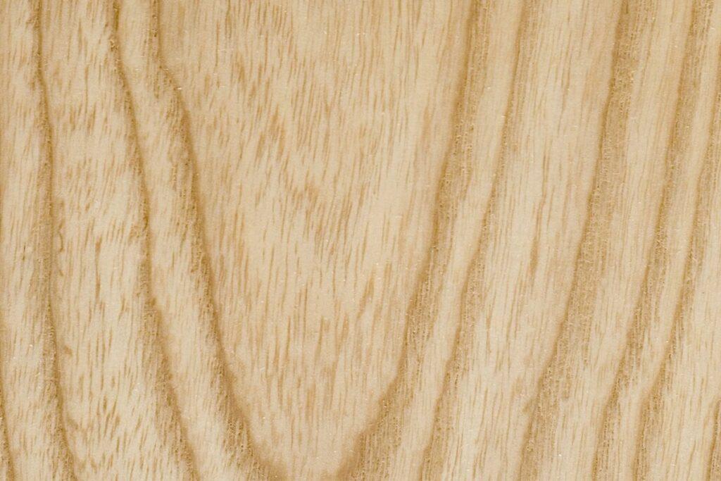 Gỗ sồi Nga có trọng lượng nhẹ hơn gỗ sồi Mỹ. (Ảnh sưu tầm)