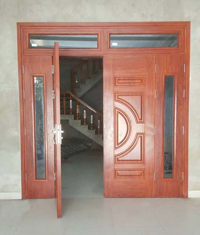 Kích thước cửa chính 4 cánh không đều nhau. (Ảnh sưu tầm)