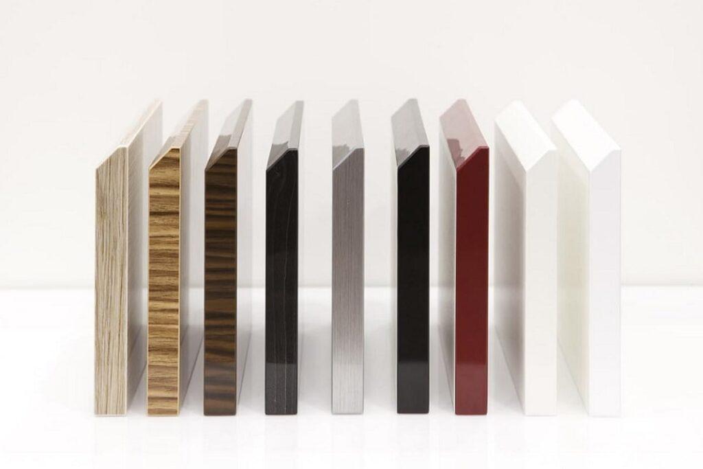 Acrylic được phủ lên bề mặt cốt gỗ công nghiệp. (Ảnh sưu tầm)