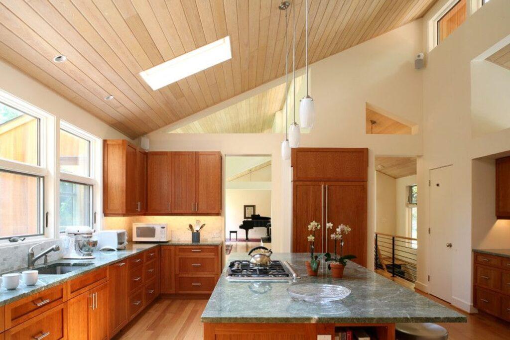 Tủ bếp gỗ tự nhiên giúp bảo quản thức ăn tốt. (Ảnh sưu tầm)