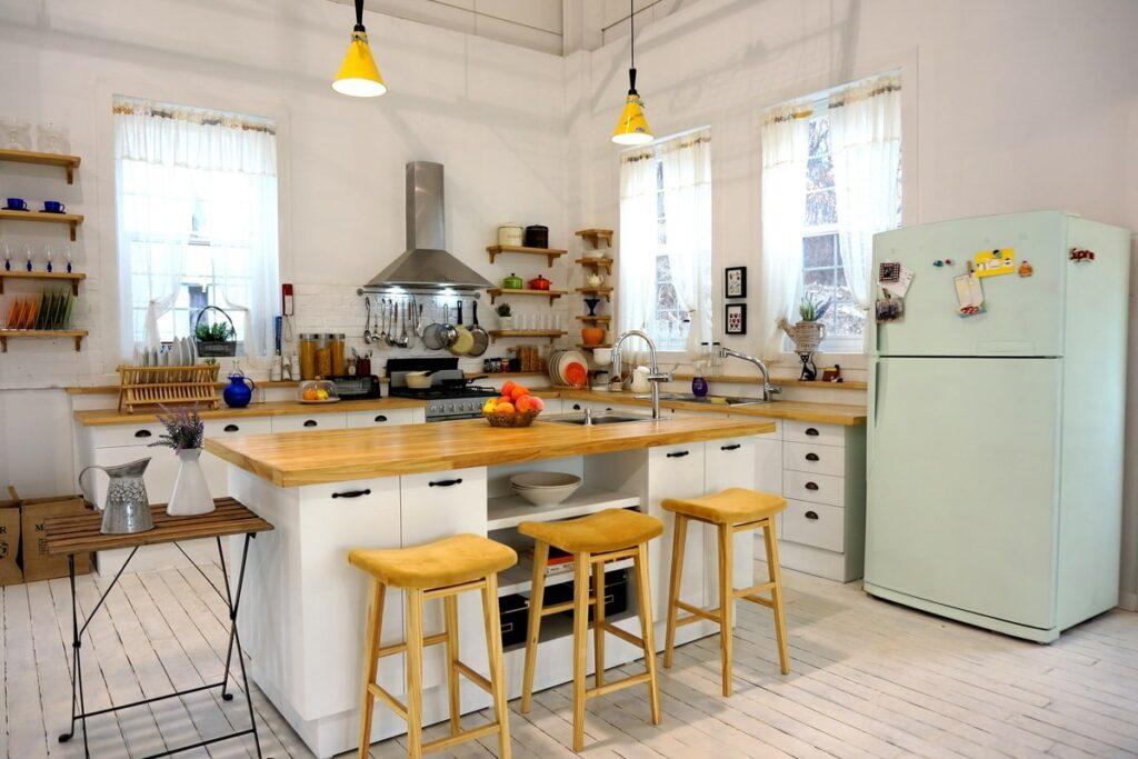 Phòng bếp ấm cúng cùng nội thất bằng gỗ tự nhiên. (Ảnh sưu tầm)