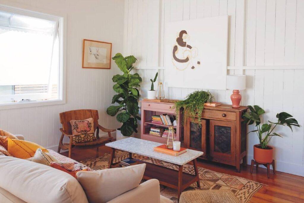 Vệ sinh bảo quản đúng cách giúp tăng tuổi thọ cho nội thất gỗ tự nhiên. (Ảnh sưu tầm)