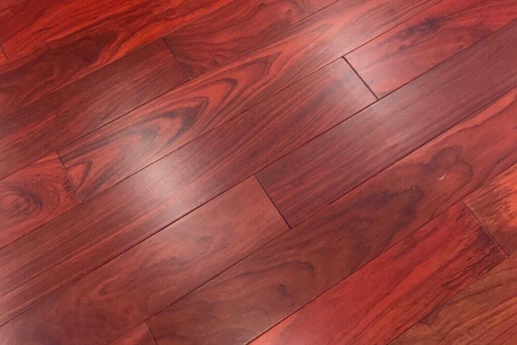 Gỗ hương là loại gỗ có kết cấu chắc chắn. (Ảnh sưu tầm)