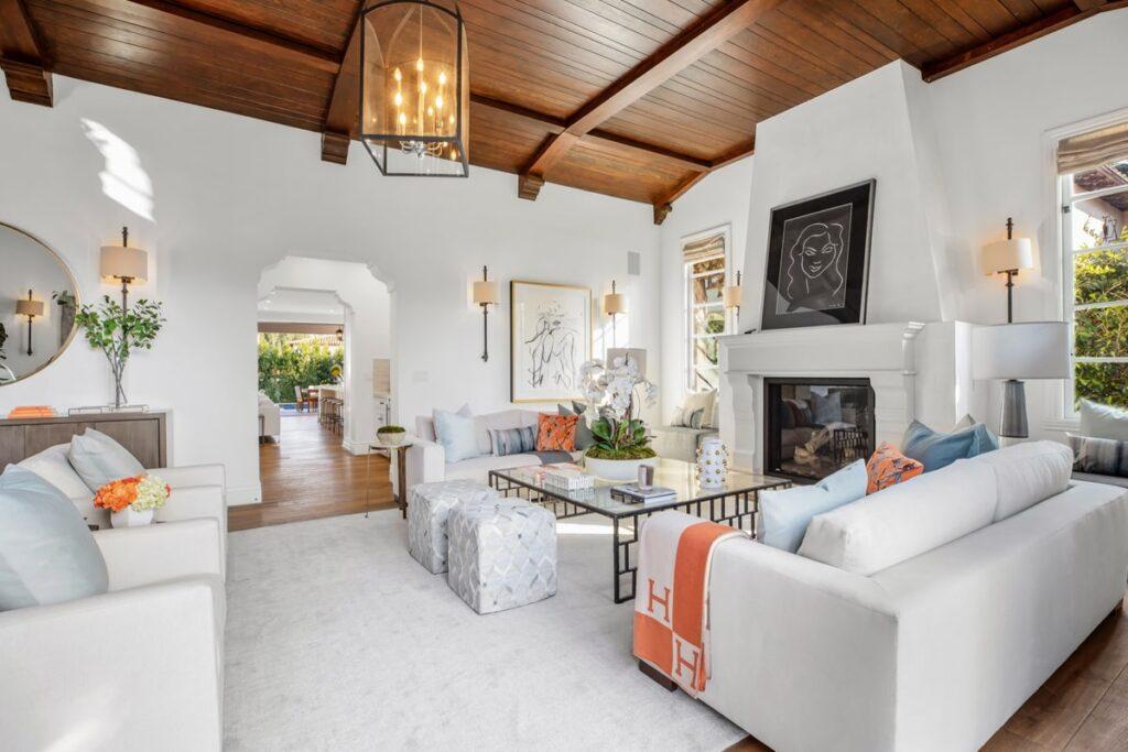 Phòng khách theo phong cách Địa Trung Hải có đồ nội thất đa dạng. (Ảnh sưu tầm)