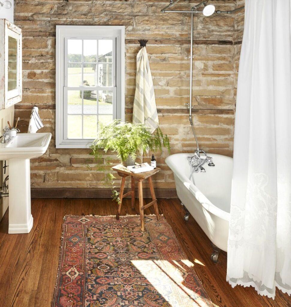 Không gian phòng tắm mang hơi hướng Country thường có sự xuất hiện của một chiếc bồn tắm. Ảnh sưu tầm