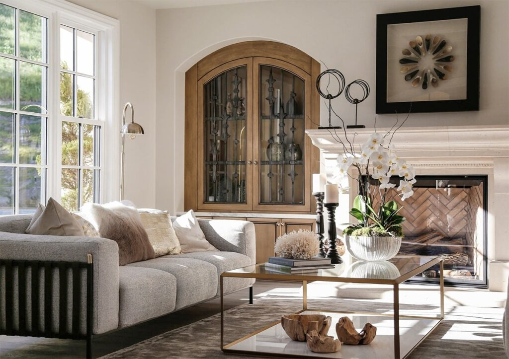 Những chiếc gối tựa nhỏ ở Sofa thường xuất hiện trong thiết kế giai đoạn Gustavian. Ảnh sưu tầm