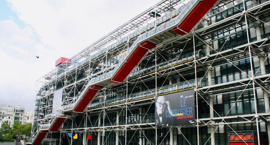 Trung tâm văn hóa Pompidou ở Paris là công trình nổi bật được xây dựng theo kiến trúc Hitech. Ảnh sưu tầm
