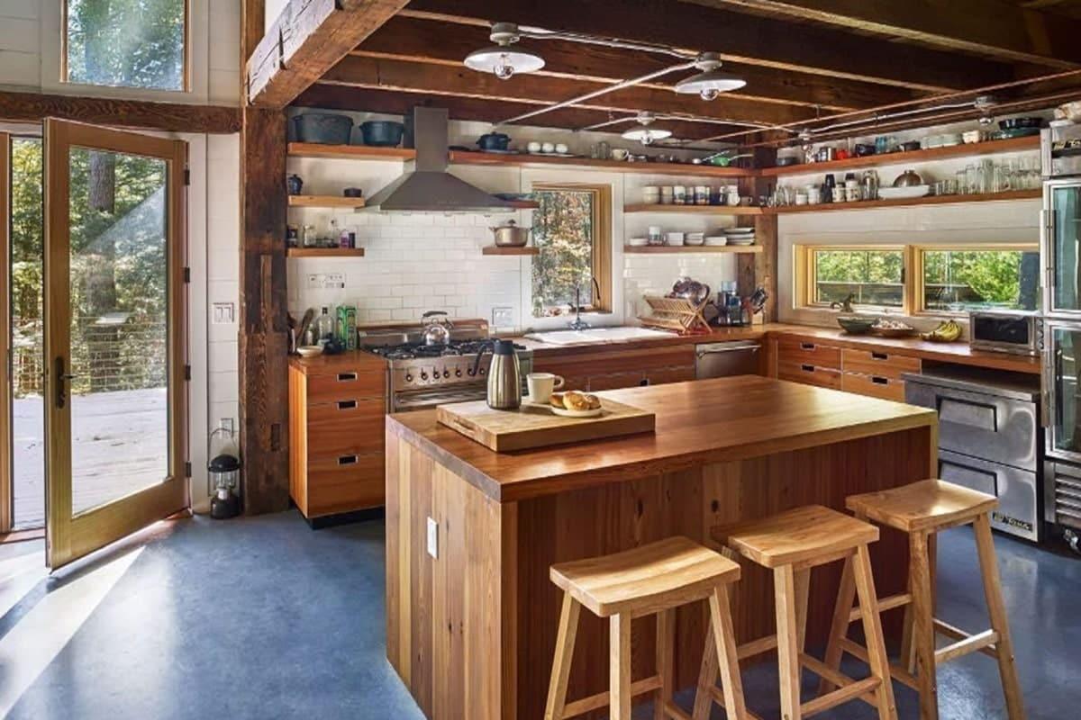 Kiến trúc Rustic ưu tiên những món đồ nội thất hiện đại, đơn giản