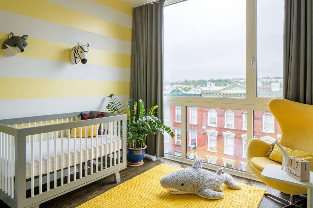 Phòng ngủ màu vàng tạo sự ấm cúng cho phòng ngủ của bé