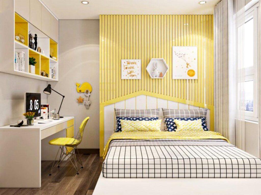 Phòng học màu vàng nhạt tạo cảm giác không gian nhẹ nhàng, thoải mái để học tập