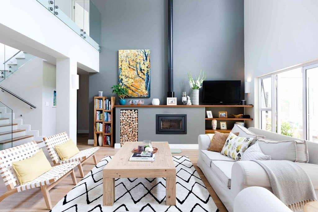 Bàn ghế, tủ kệ,... phòng khách cần sắp xếp hợp lý, tránh vướng lối đi, ngăn dòng năng lượng lưu thông