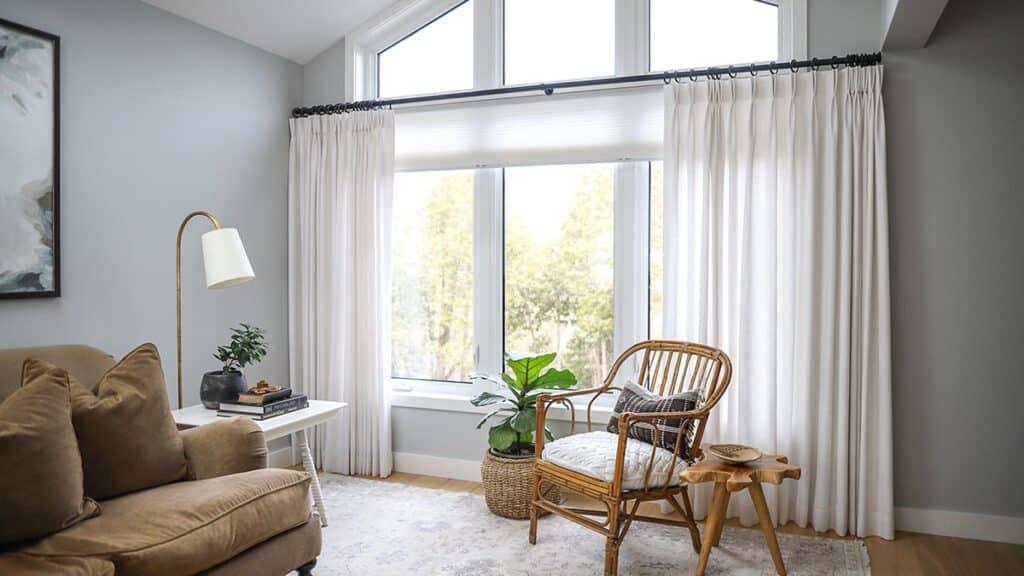 Ánh sáng mang lại năng lượng và sinh khí cho phòng khách
