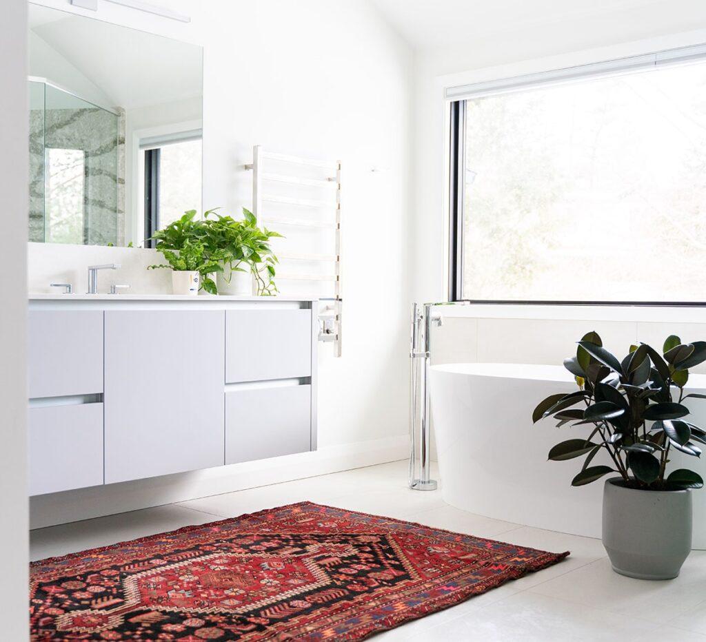 Trong thiết kế phòng vệ sinh phải chú ý đến ánh sáng và thông gió để cân bằng âm dương, xua khí hung ra ngoài