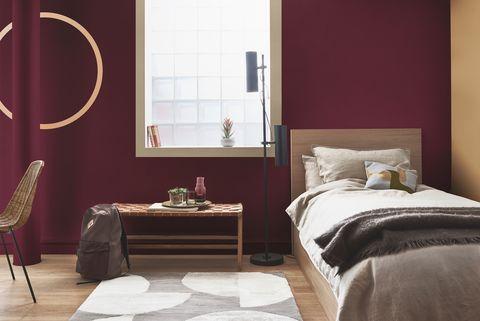 Sử dụng tone màu đỏ đậm cho phòng ngủ