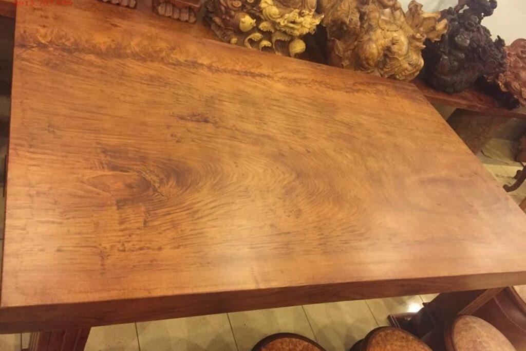 Gỗ giáng hương có các đường vân gỗ láng mịn. (Ảnh sưu tầm)