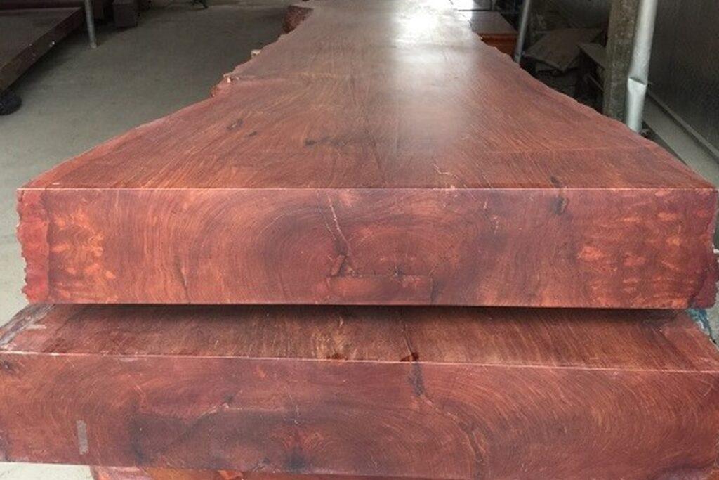 Gỗ hương Lào có chất gỗ tốt với mùi thơm nhẹ. (Ảnh sưu tầm)