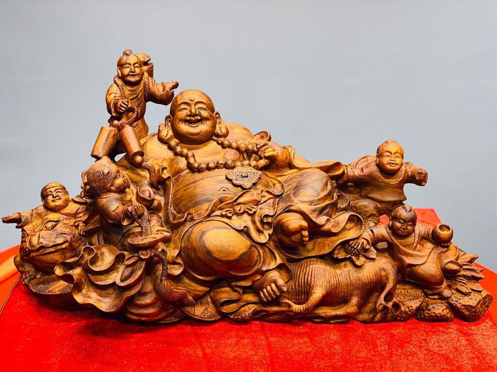 Tượng Phật Di Lặc từ gỗ sưa được ưa chuộng trong trang trí nội thất. (Ảnh sưu tầm)