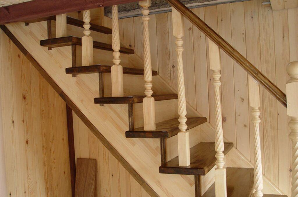 Chọn gỗ tần bì làm cầu thang có thể dễ dàng thiết kế các mẫu ấn tượng. (Ảnh sưu tầm)