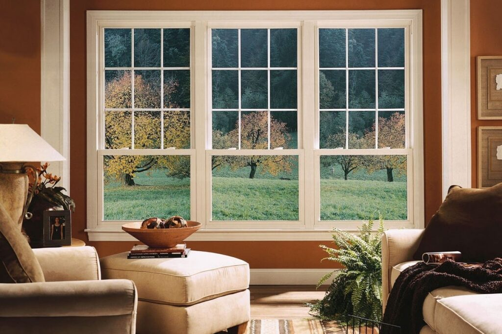 Khoảng cách từ cửa sổ đến sàn nằm trong khoảng từ 0,83 đến 2,2m là hợp lý nhất. (Ảnh sưu tầm)